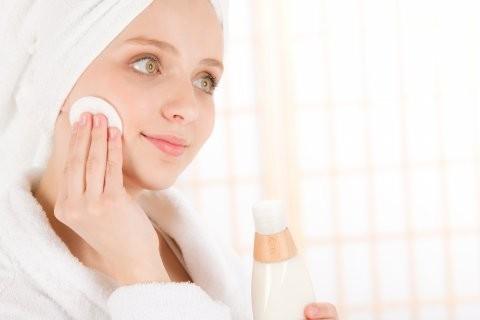 Подробный анализ причин появления акне и лечение прыщей на лице